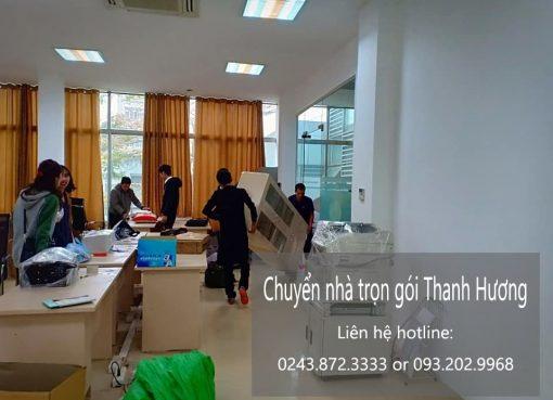 Thanh Hương chuyển nhà tại phố Cầu Bây