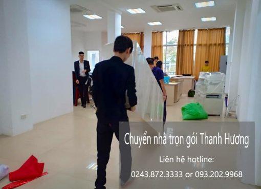 Thanh Hương chuyển nhà tại phố Đức Giang